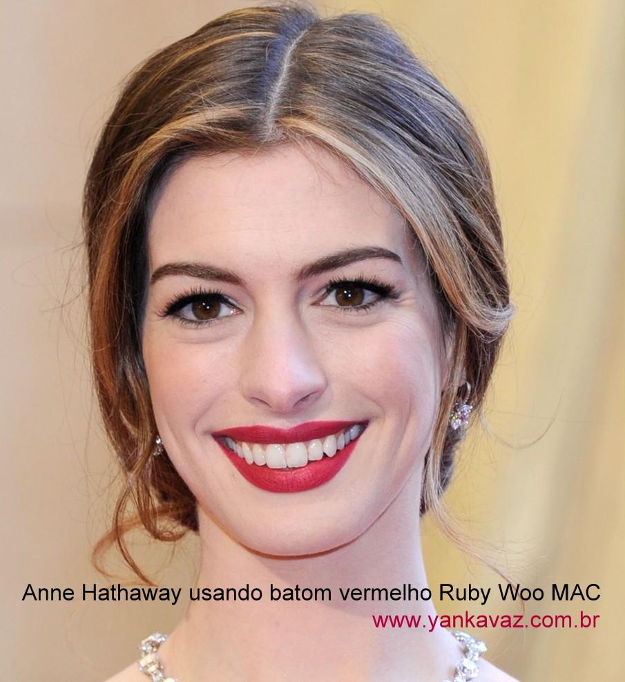 Anne Hathaway batom vermelho
